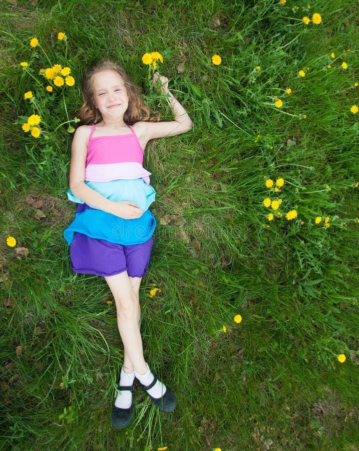 Kind bij de zomer stock afbeelding