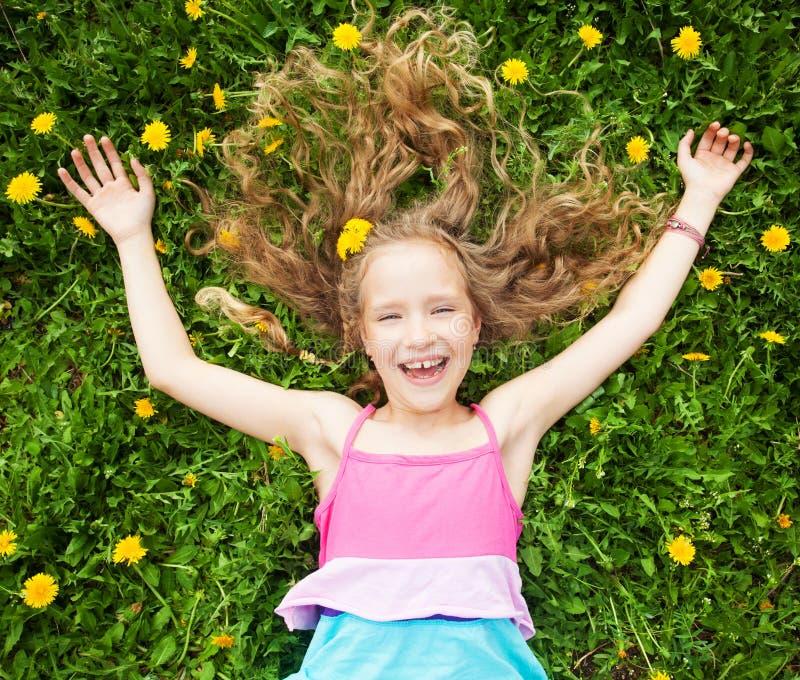 Kind bij de zomer stock foto