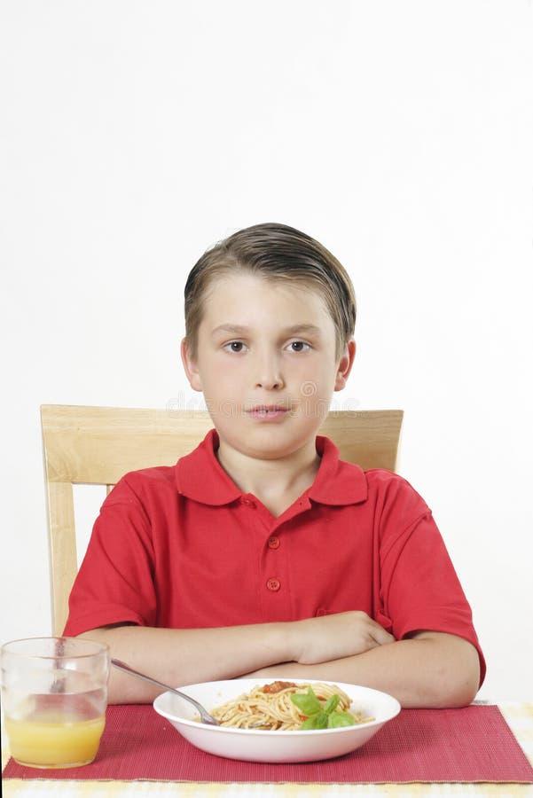 Kind bij lijst royalty-vrije stock afbeeldingen