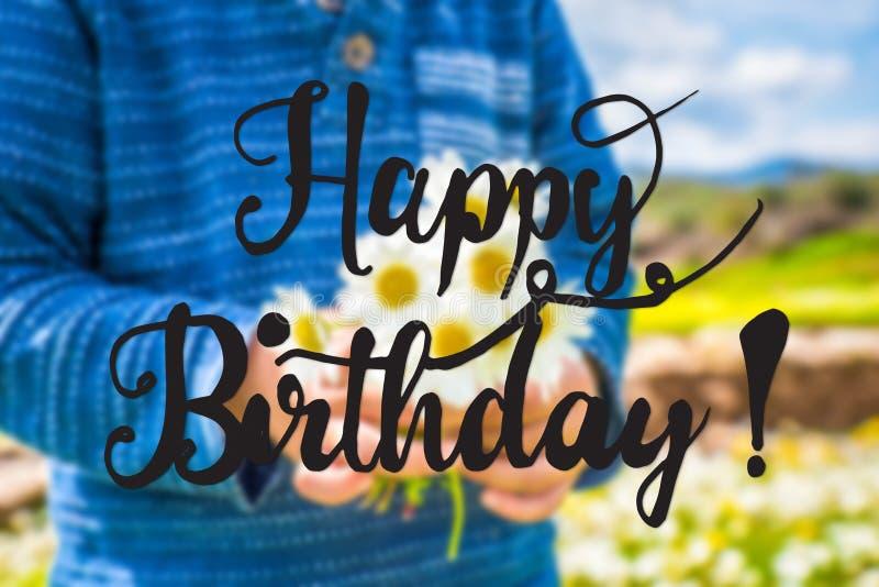 Kind, Boeket van Daisy Flower, Kalligrafie Gelukkige Verjaardag stock foto's