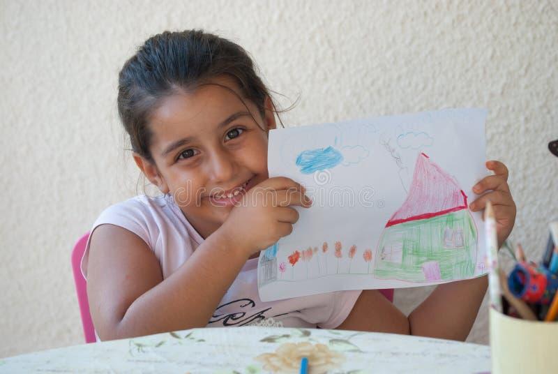 Kind, das 5 zeichnet lizenzfreie stockbilder