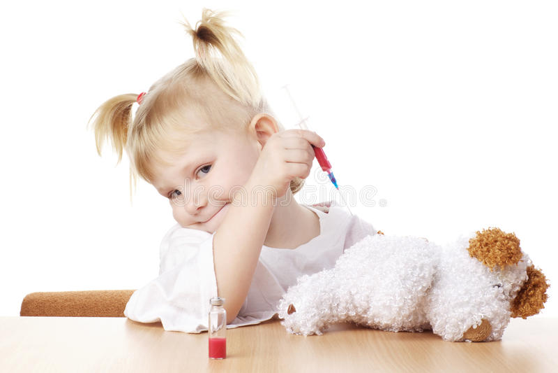 Kind, das als Doktor spielt stockbild