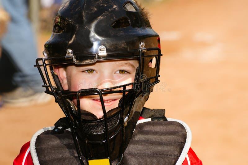 Kind, das Baseball spielt lizenzfreies stockbild