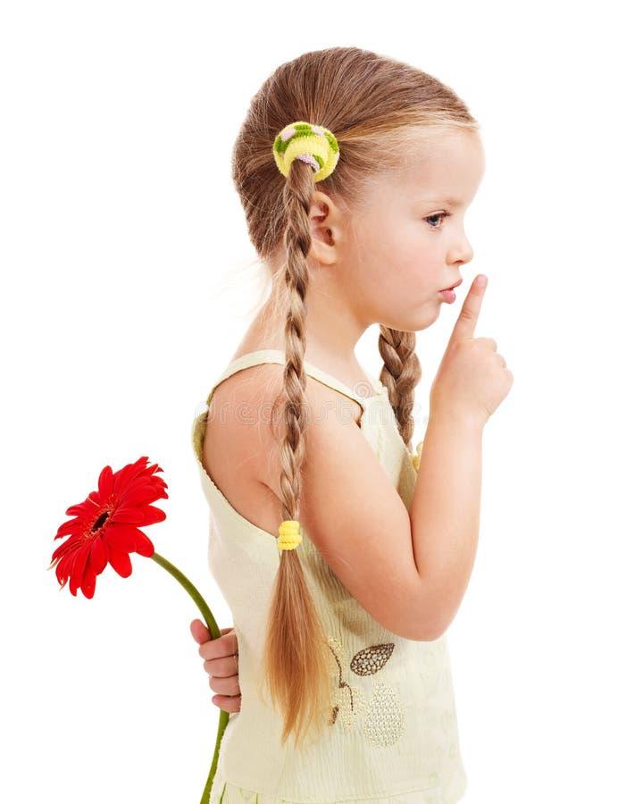 Kind, das Blume gibt. stockbilder
