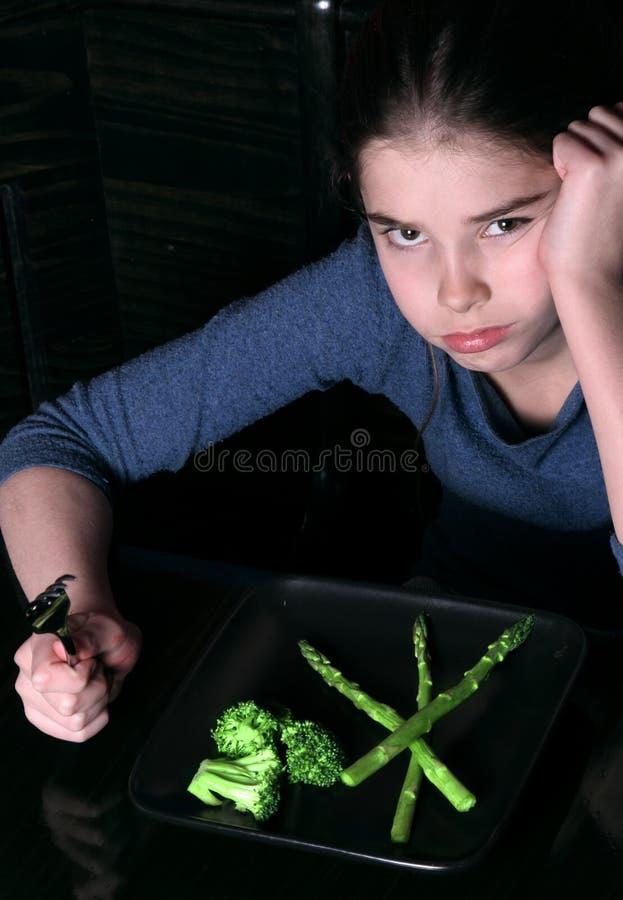 Kind, das Gemüse ablehnt stockbild
