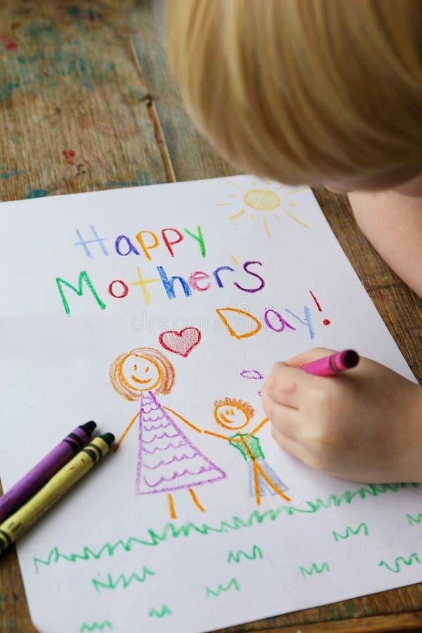 Kind, Das Glückliche Muttertag-Karte Färbt Stockfoto - Bild von ...