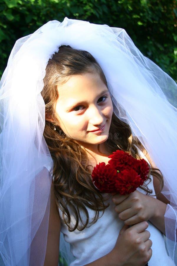 Kind, das oben als Braut ankleidet stockfoto