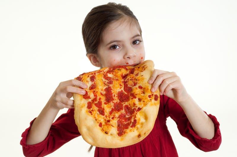 Kind, das Pizza isst lizenzfreies stockbild