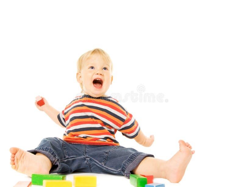 Kind, das Spiel spielt stockfoto