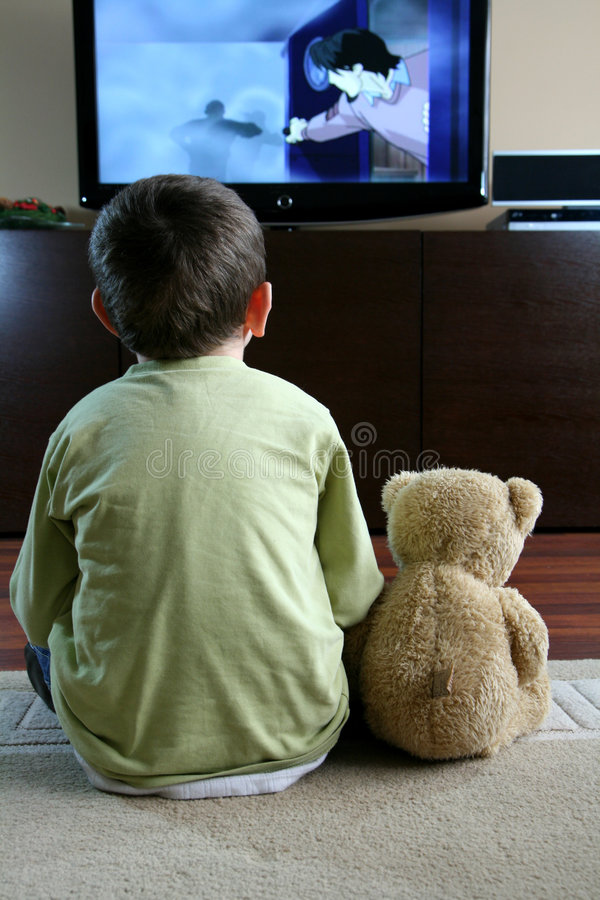 Kind dat op TV let royalty-vrije stock fotografie