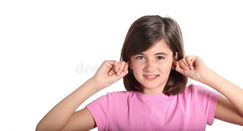 Kind dat zijn handen houdt tegen zijn oren royalty-vrije stock afbeelding