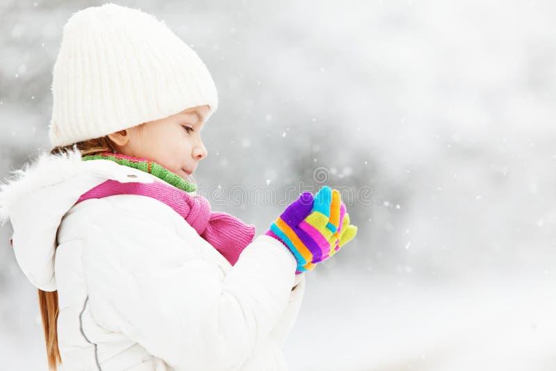 Kind in de winter stock afbeelding