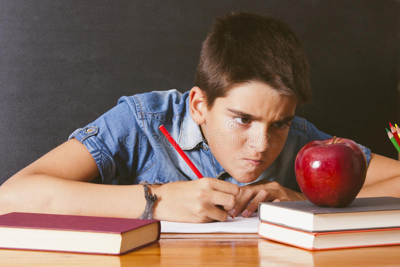 Kind an der Schule lizenzfreie stockbilder