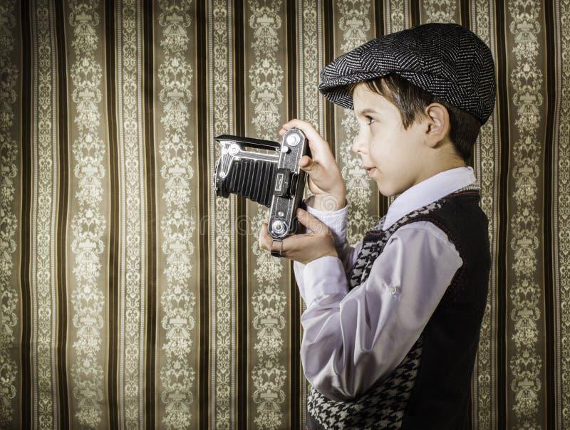 Kind die beelden met uitstekende camera nemen royalty-vrije stock foto