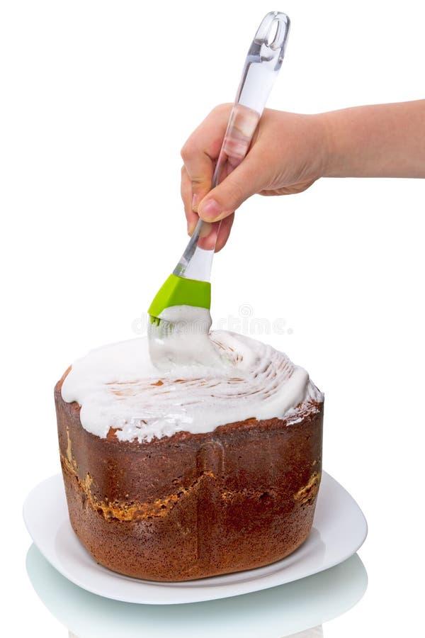 Kind die cake voorbereiden stock afbeeldingen