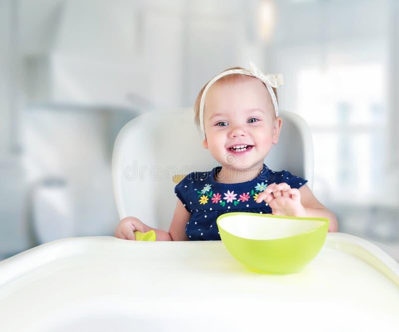 Kind die concepten leeg ruimteontwerp eten stock foto