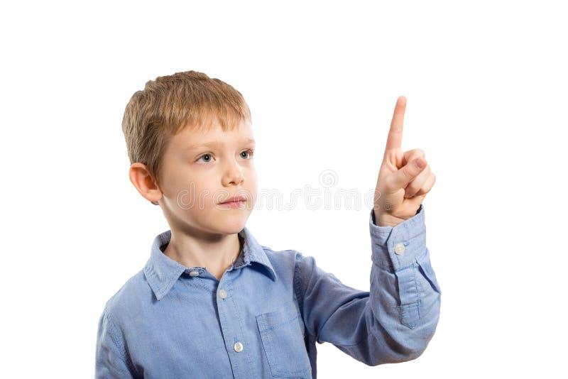 Kind die een aanrakingsstootkussen drukken stock fotografie