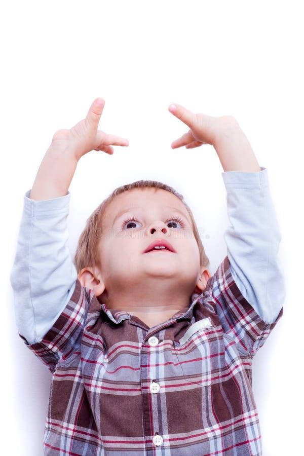 Kind die omhoog kijken stock afbeeldingen
