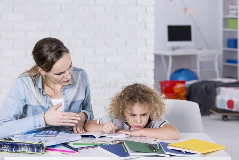 Kind die probleem met concentratie hebben royalty-vrije stock foto