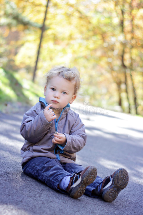 Kind Draußen, Fall Lizenzfreies Stockfoto