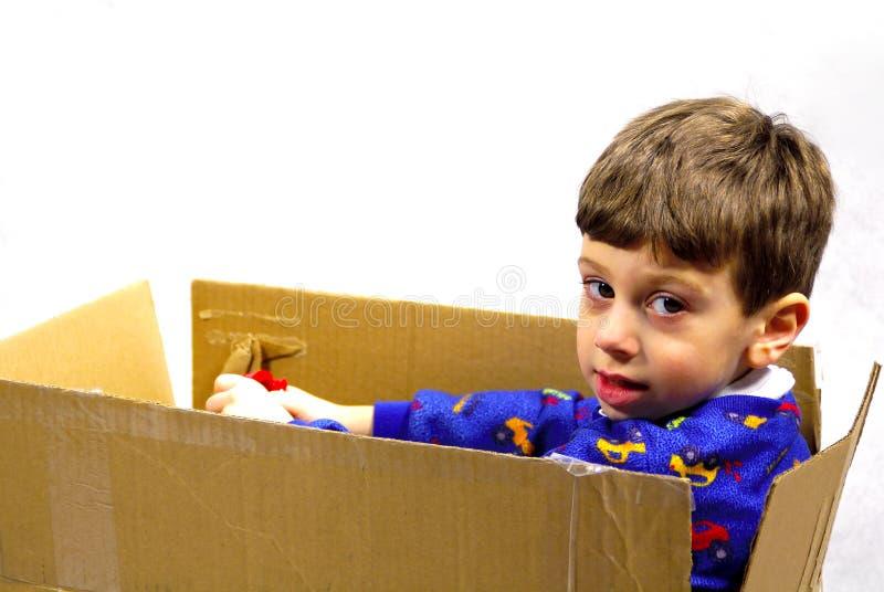 Kind In Een Doos Royalty-vrije Stock Afbeelding