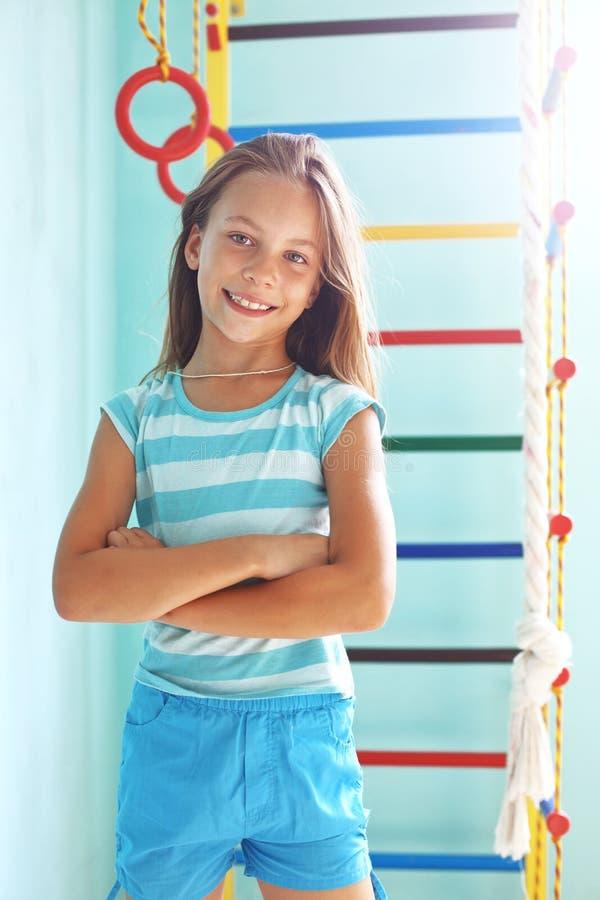 Kind in een speelplaats royalty-vrije stock foto
