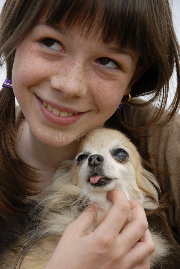 Kind en chihuahua royalty-vrije stock foto's