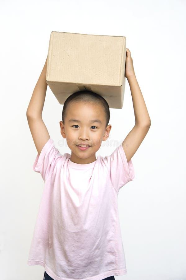 Kind en doos royalty-vrije stock afbeeldingen