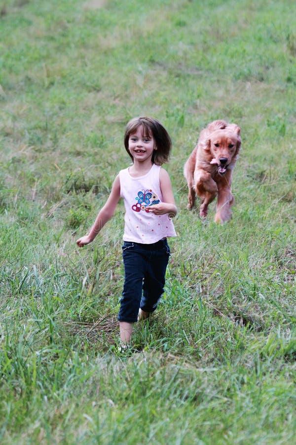 Kind en Haar Hond royalty-vrije stock afbeelding
