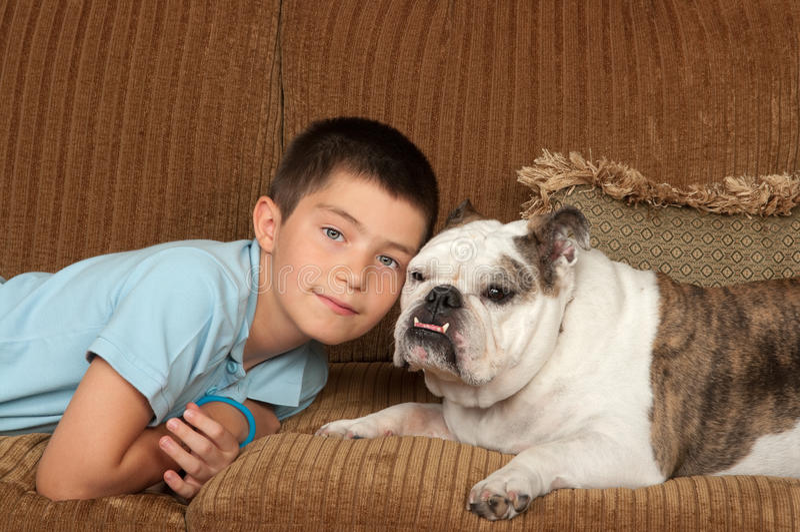 Kind en Hond stock afbeelding