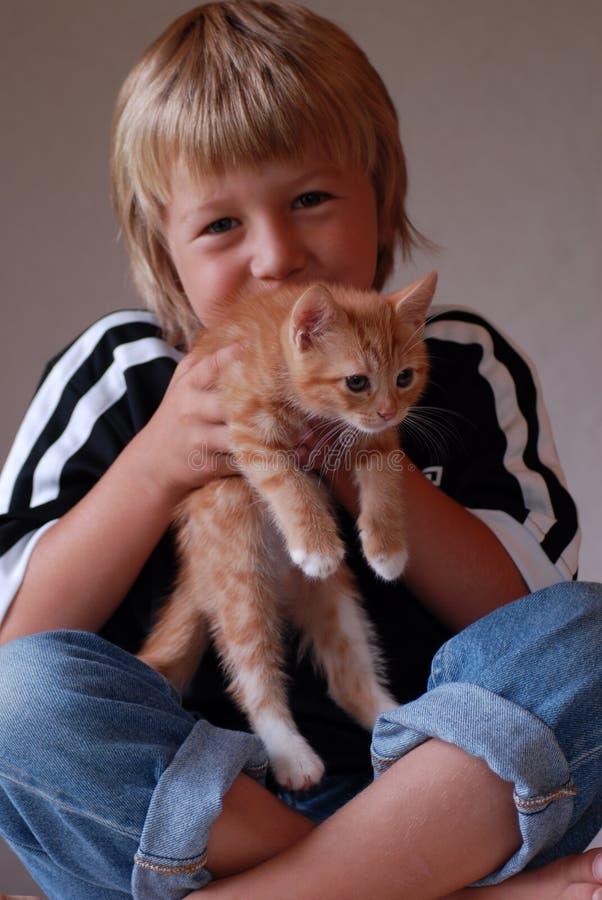 Kind en katje royalty-vrije stock fotografie