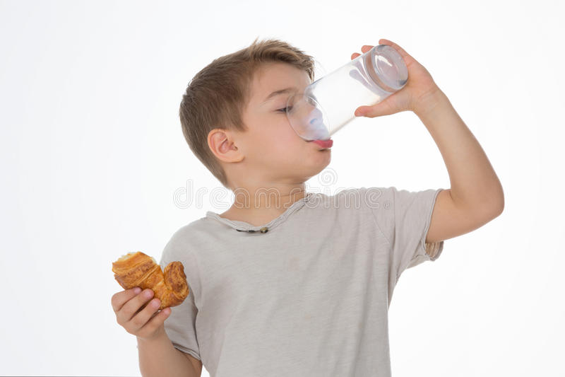 Kind frühstückt lizenzfreies stockfoto