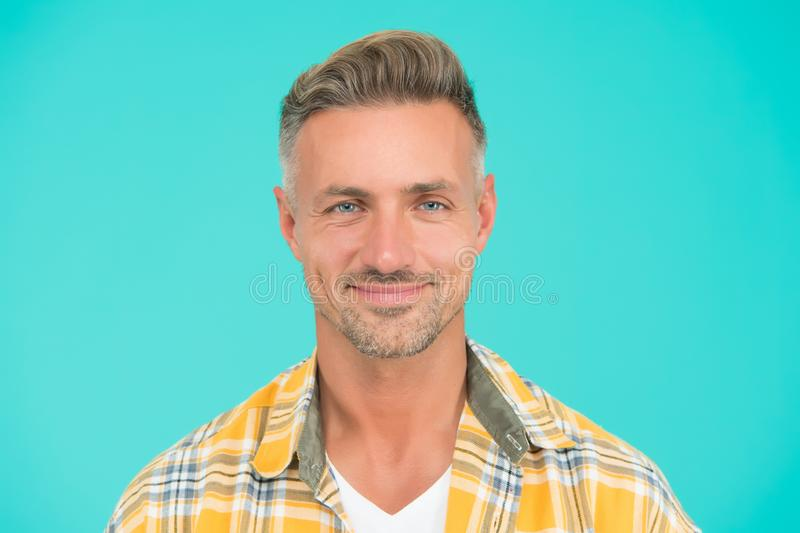Kind glimlachen Bristle en gelaathaar Natuurlijke schoonheid Man aantrekkelijk, goed gegroeid gelaathaar Barbershop-concept stock afbeelding