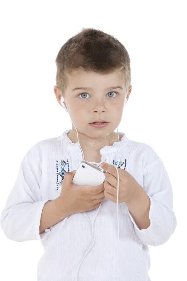 Kind hört stockfoto