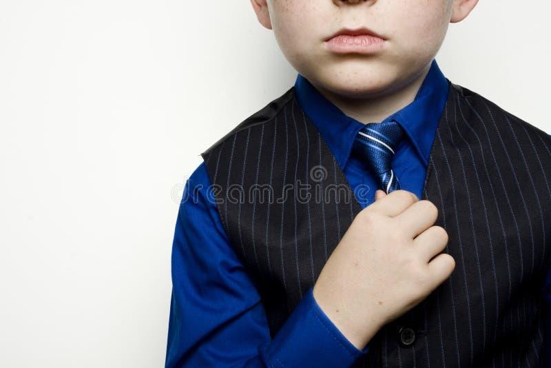 Kind in Het Aanpassen van het Pak Band stock afbeeldingen