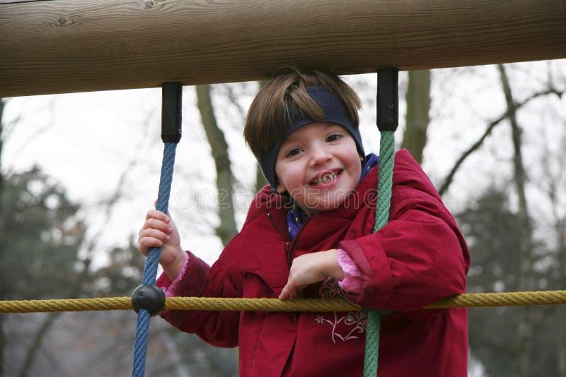 Kind in het beklimmen van kabel 01 stock foto's