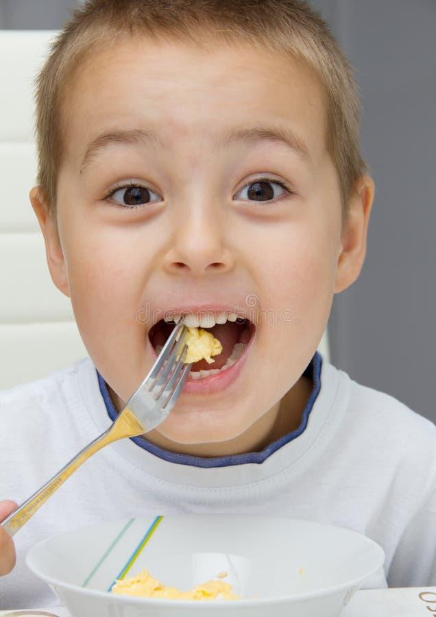 Kind het Eten stock afbeelding