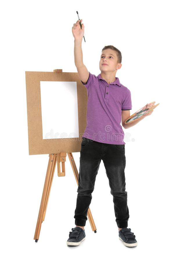 Kind het schilderen beeld op schildersezel royalty-vrije stock afbeelding