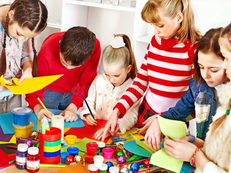 Kind het schilderen op kunstacademie. royalty-vrije stock fotografie