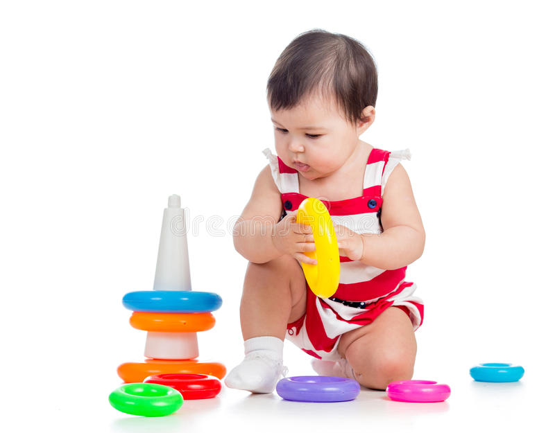Kind het spelen met kleurrijk stuk speelgoed stock foto's