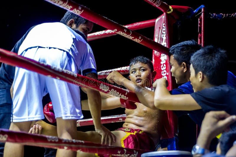 Kind het Thaise in dozen doen en teambus royalty-vrije stock foto's