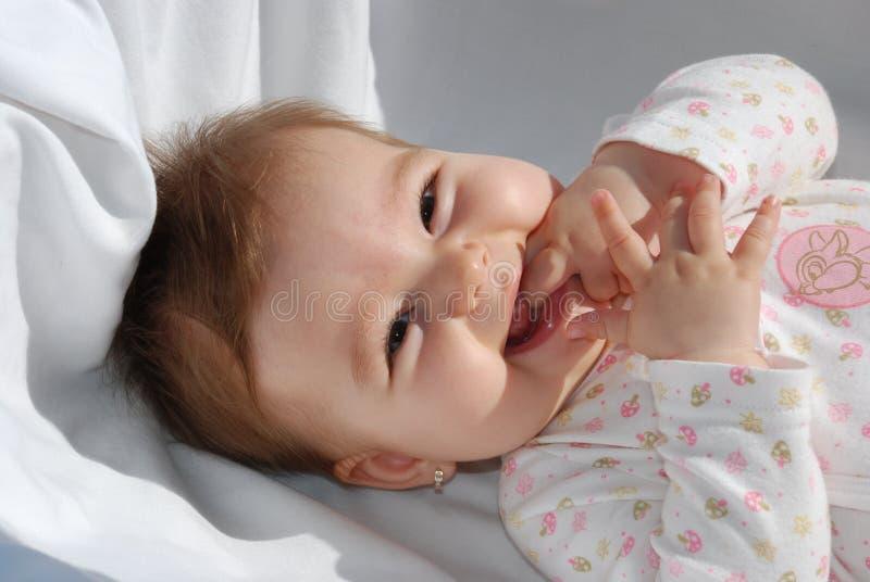 Kind im Bett stockfoto