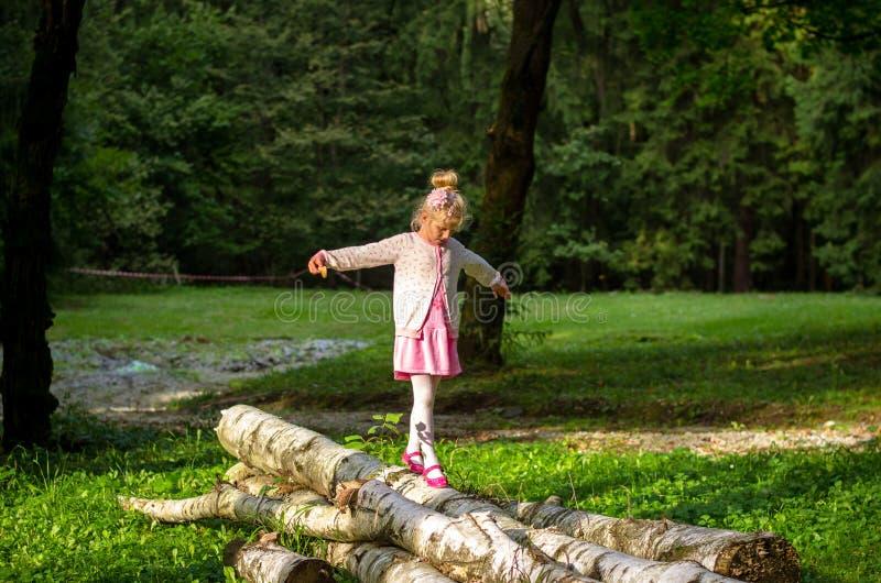 Kind im Park stockbilder