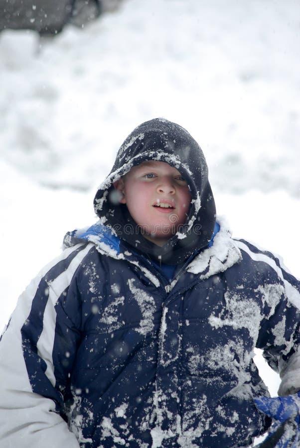 Kind im Schnee lizenzfreies stockbild