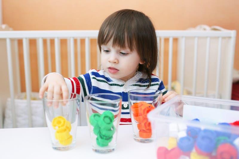 Kind 2 5 jaar soorten multicolored details door kleur for Poppenhuis kind 2 jaar