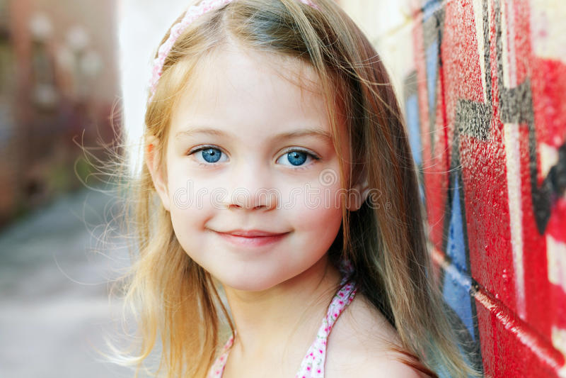 Kind-Lächeln lizenzfreie stockfotos