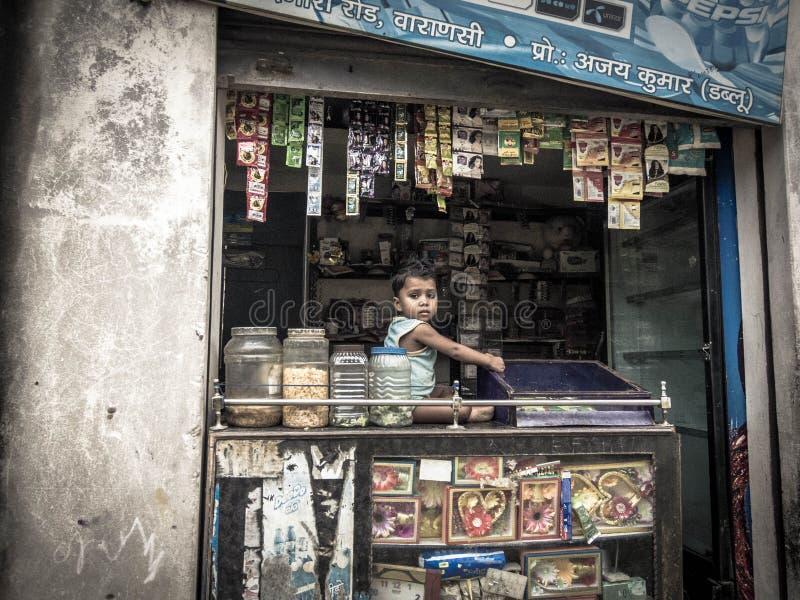 Kind in landelijk dorp in India royalty-vrije stock foto's