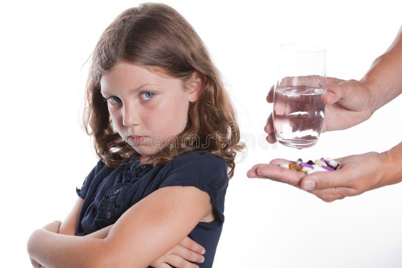 Kind lehnt Medikation ab lizenzfreie stockbilder
