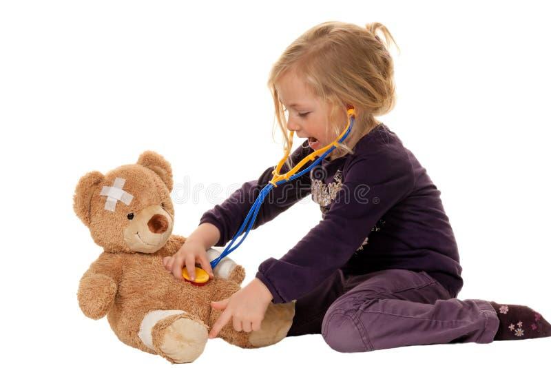 Kind met een stethoscoop als arts. Pediater stock fotografie