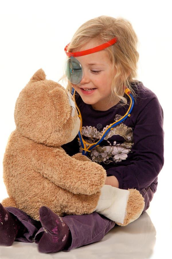 Kind met een stethoscoop als arts. Pediater royalty-vrije stock foto